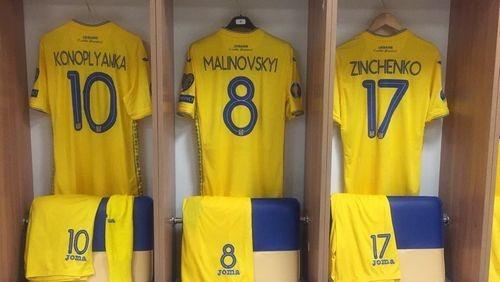 ФОТО. Роздягальня збірної України перед поєдинком з Люксембургом