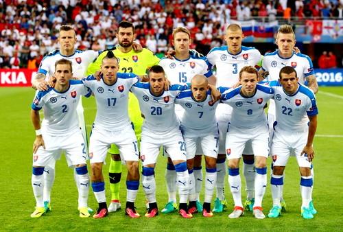Группа E. В отборе на Евро-2020 Азербайджан дома разгромлен Словакией