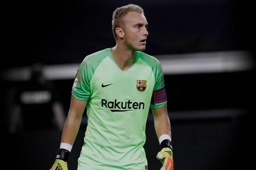 Вратарь Барселоны Силлессен может стать игроком Эвертона или Вест Хэма