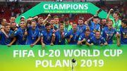 ФОТО. Як збірну України кубком світу нагороджували