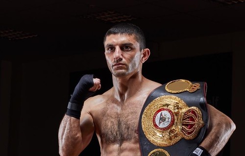 Артем Далакян в третий раз защитил пояс чемпиона мира WBA