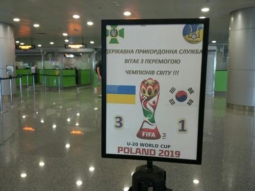ВИДЕО. Как встречали сборную Украины в аэропорту