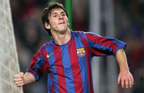 ВИДЕО. Футбольные Намедни-2000: Барселона нашла Месси, предатель Фигу