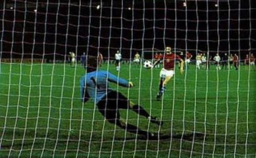 ВИДЕО ДНЯ. 43 года назад Паненка забил свой знаменитый пенальти