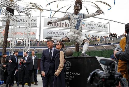 ВИДЕО. Самые уродливые статуи  известных футболистов