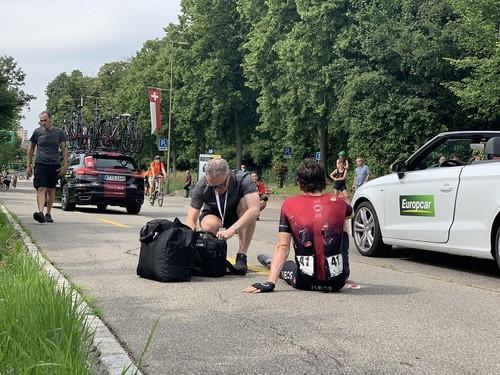 Победа Берналя в Швейцарии, сход Томаса. Итоги недели в велоспорте