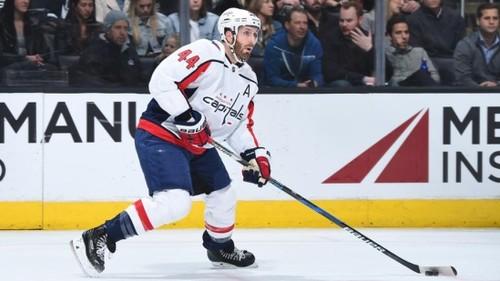 НХЛ. Орпик завершил карьеру, обмен Чикаго и Каролины