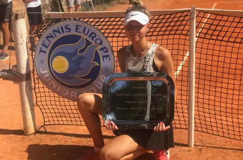 Лазаренко выиграла юниорский турнир во Франции