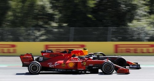 ВИДЕО. Ферстаппен с контактом прошел Леклера и выиграл гонку