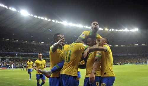 Бразилия переиграла Аргентину и вышла в финал Кубка Америки