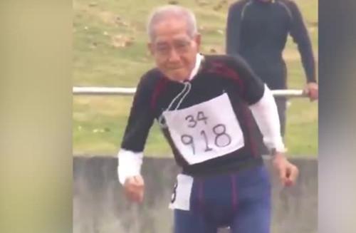 102-летний мужчина принял участие в легкоатлетическом забеге