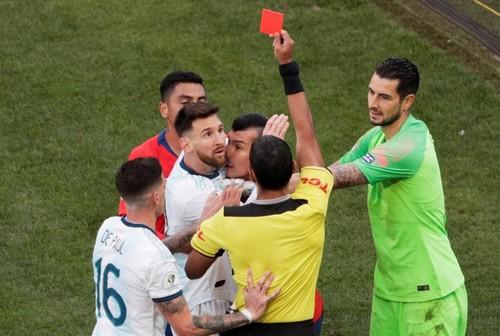 Стала известна причина удаления Месси в матче Аргентина – Чили