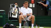 ВИДЕО. Как российский теннисист устроил истерику на Уимблдоне
