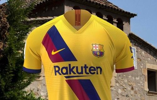 ВИДЕО. Барселона представила новую выездную форму