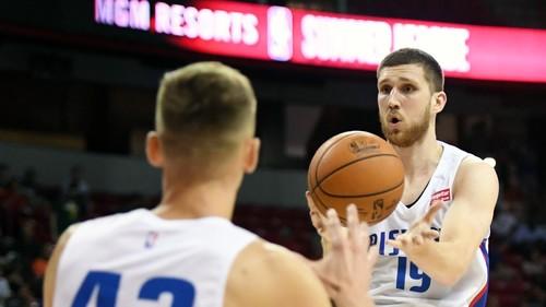 Летняя лига НБА. Михайлюк помогает Детройту одержать третью победу