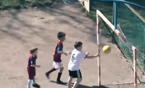 ВИДЕО. Самые глупые автоголы в истории футбола