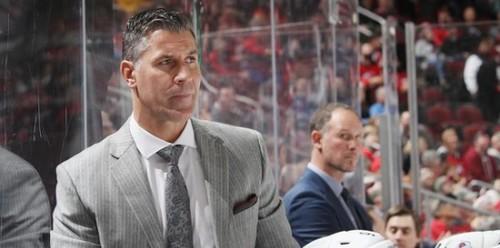 НХЛ. Обмен Чикаго и Баффало, новый контракт тренера Колорадо