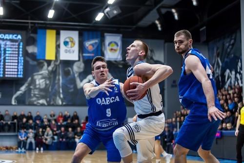 Дніпро продовжив контракт із Закурдаєвим