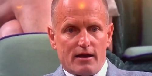 ВИДЕО. Вуди Харрельсон среагировал на попадание теннисисту мячом в пах