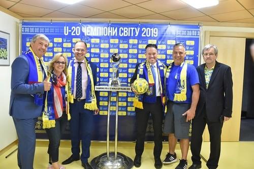 Футбольне єднання українців світу