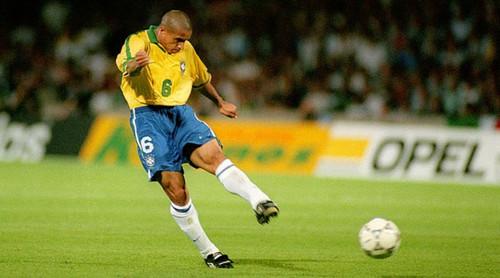 ВИДЕО. Роберто Карлос повторил знаменитый гол в ворота сборной Франции