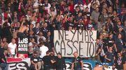 Фани ПСЖ ображали Неймара плакатами і кричалками