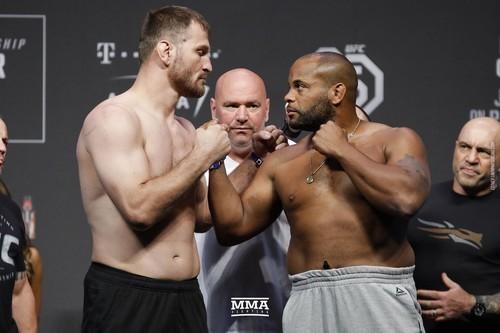 ВИДЕО. 5 крутейших боев в UFC в один раунд
