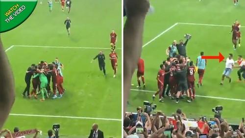 ВИДЕО. Вратарь Ливерпуля получил травму, когда праздновал победу