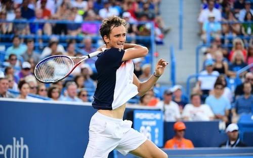 Медведев выиграл турнир в Цинцинатти