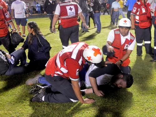 ВИДЕО. Трагедия в Гондурасе. Смертельная драка на трибунах