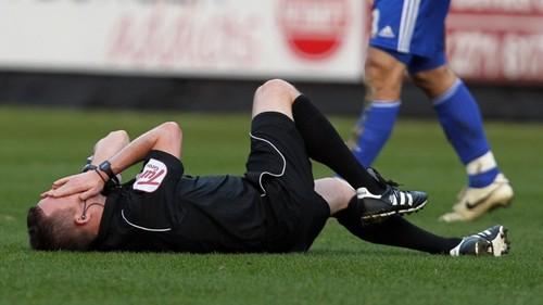 ФОТО. Он свистнул и упал! Как немецкий футболист спас жизнь рефери