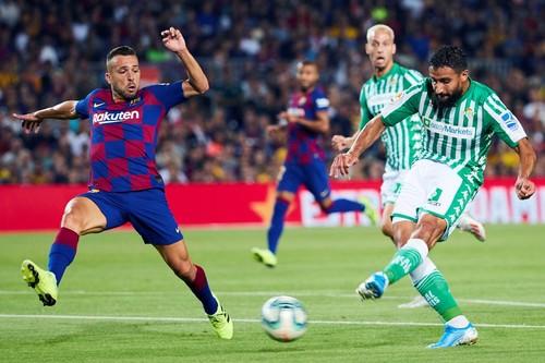 Барселона дома разгромила Реал Бетис