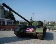 ФОТО. Фанати Црвени Звезди припаркували перед стадіоном танк