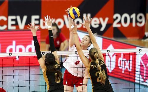 Украинки проиграли Польше в третьем матче чемпионата Европы