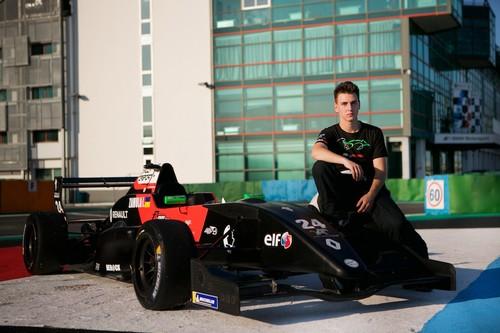 Перші кроки українського чемпіона на Formula Renault