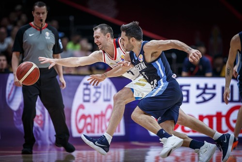 ЧМ по баскетболу. Россия проиграла Аргентине, Сербия одолела Италию
