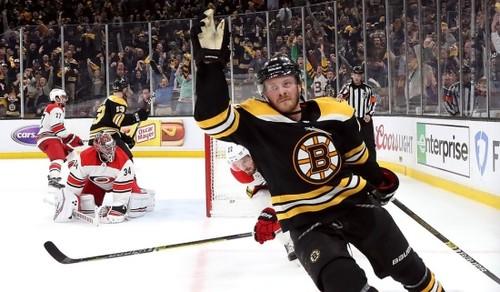 НХЛ. Бостон начал финал Востока с победы