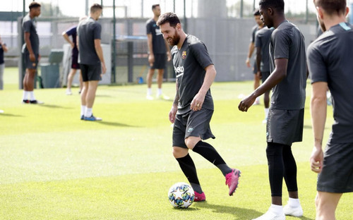 ВИДЕО. Месси вернулся в состав Барселоны