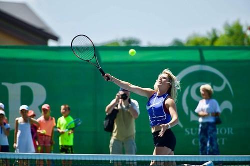 Свитолина приглашает молодых игроков в теннисный лагерь