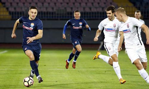 Заря и Мариуполь голов не забили в матче с двумя удалениями