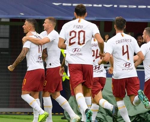 Рома вырвала победу над Болоньей, Наполи разбил Лечче