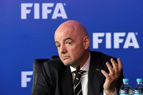 ФОТО. FIFA в бешенстве. Что делал Роналду, когда награждали Месси