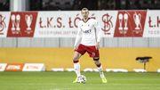 Удар года. Польский футболист сломал сам себе нос, пробивая через себя