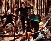 ФОТО. Двоє динамівців із агентом втекли до лісу від вірусу