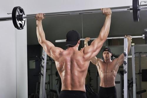 Тренировка плеч: программа проработки каждой дельты
