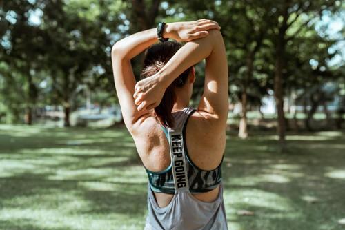 Как правильно тренировать спину в спортзале и дома