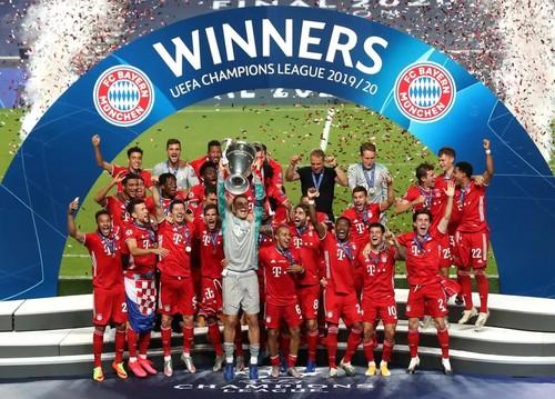 ВИДЕО. Как Баварию награждали трофеем Лиги чемпионов 2019/20