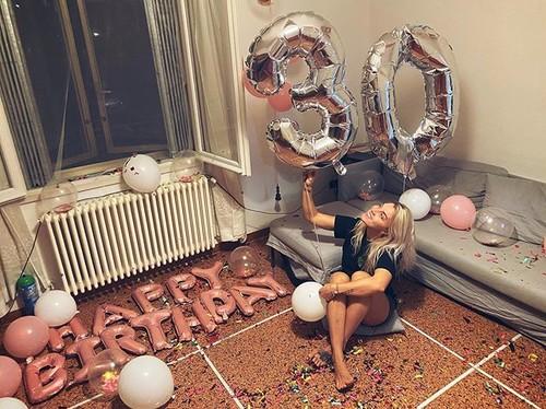 ФОТО. Много шариков. Как Харлан встретила свое 30-летие на карантине