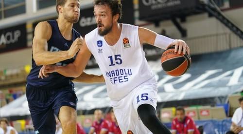 Днепр уступил Анадолу Эфесу на турнире в Турции