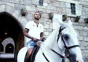 ВИДЕО. Куарежма на белом коне приехал на базу Витории Гимарайнш